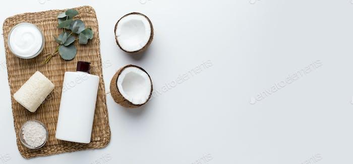 Gesundes natürliches Shampoo mit Kokosöl und Ökoseife für Bad