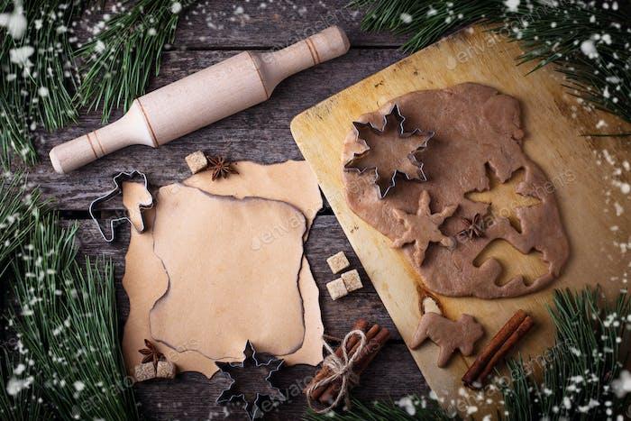 Weihnachten Lebkuchenkekse Teig, Ausstecher, Gewürze und Nudelholz