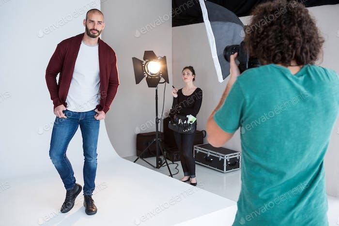 Modell posiert für ein Fotoshooting