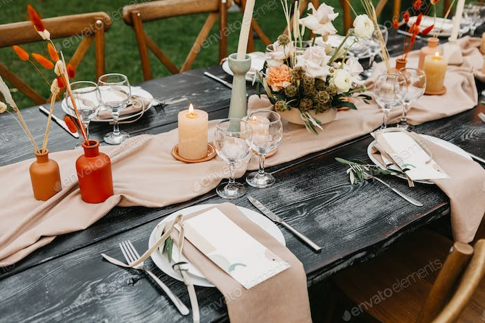 Rustic style wedding desk, decoration and setting