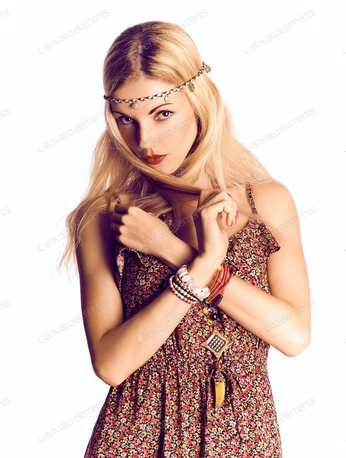 Schönheit boho fröhliche blonde Frau, glücklich, genießen