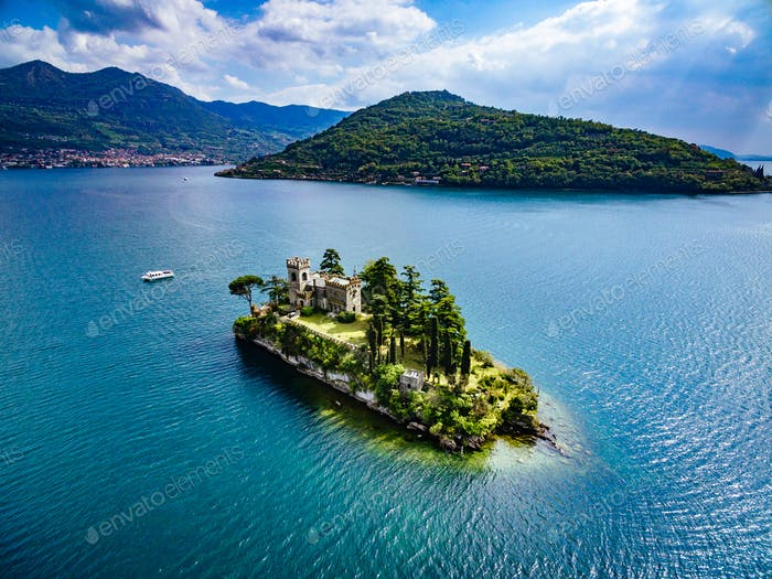 Luftaufnahme der Insel Loreto, Iseo See in Italien.