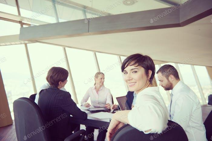 деловая женщина на встрече