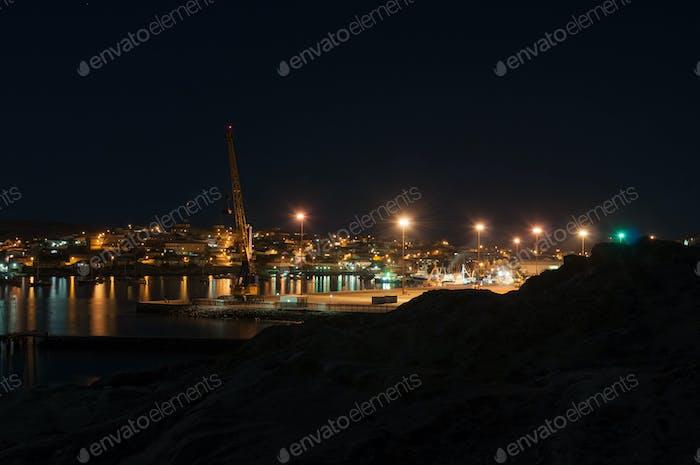 Luderitz Hafen und Stadt bei Nacht