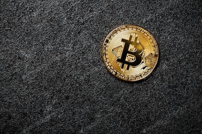 Moneda Bitcoin sobre Fondo negro