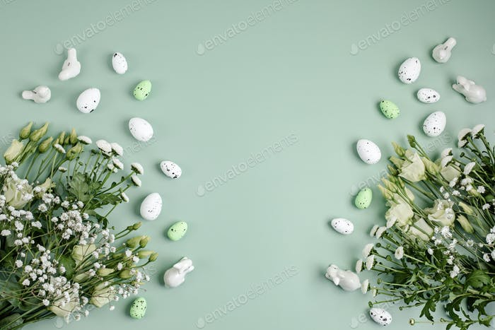Spring and Easter holiday greeting card concept with flowers and eggs