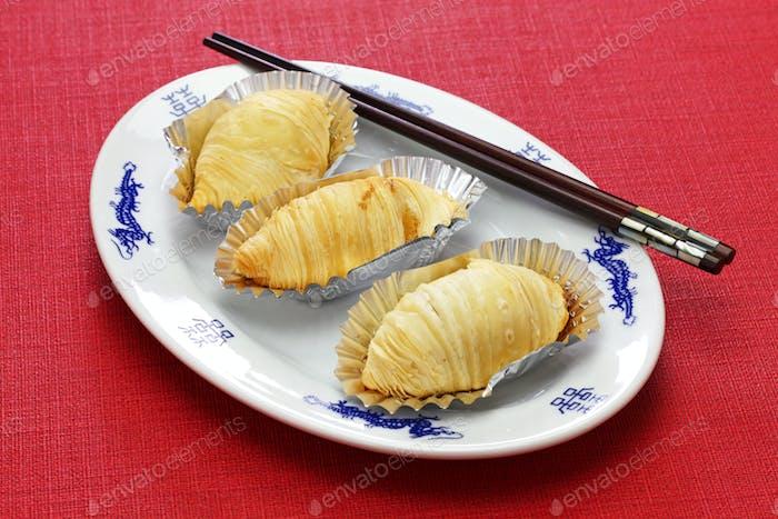 Chinesisches Blätterteiggebäck gefüllt mit zerkleinertem Rettich