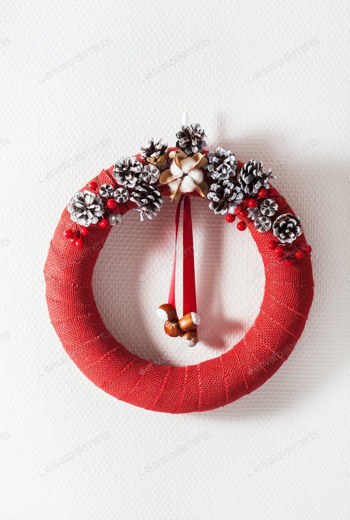 roter Weihnachtskranz handgemachte DIY