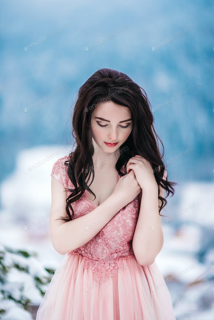 bride with chestnut hair, blue background of the winter mountains