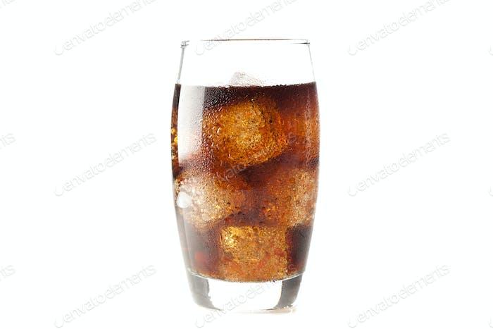 Erfrischende Brown Soda mit Eis