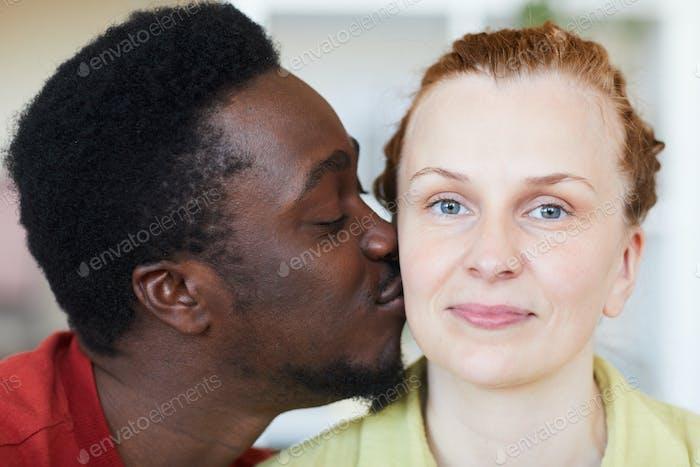 Multiracial junges Paar