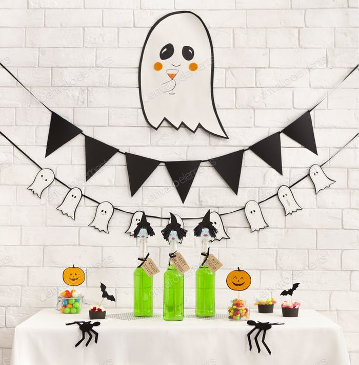 Preparation for kids halloween party with non alcoholic drinks