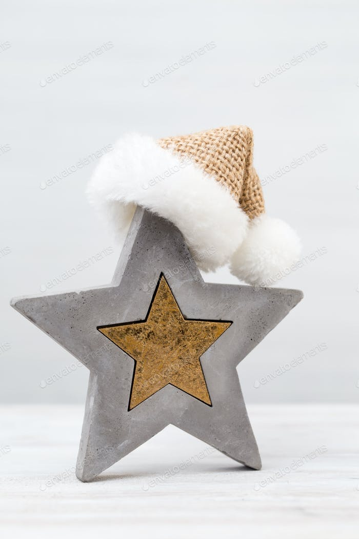 Estrella de Navidad y sombrero de Papá Noel. Tarjeta de felicitación.