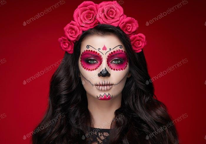 Porträt einer Frau mit Make-up Zucker Schädel
