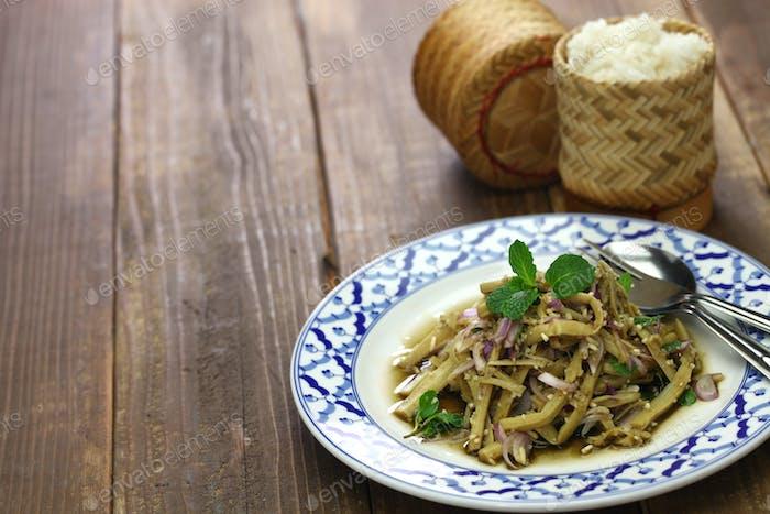 würziger Bambus-Shooter Salat, thailändische Küche