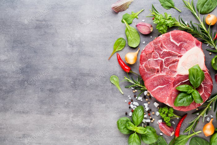 Rohes frisches Fleisch Ribeye Steak mit Gewürz.