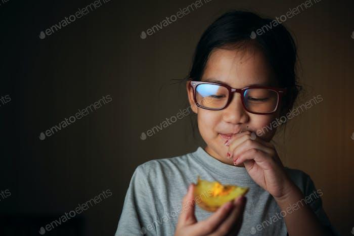 Happy girl with a tasty homemade baked potato