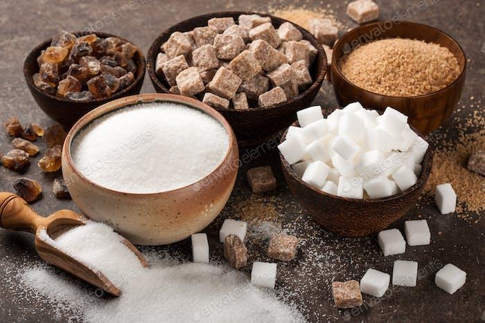 Varios azucares en cuencos