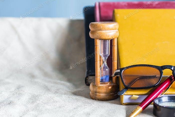Schulbedarf auf weißem Hintergrund