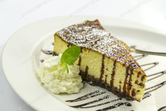 Cheesecake mit Schlagsahne