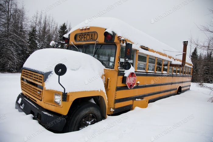 Заброшенный странный школьный автобус