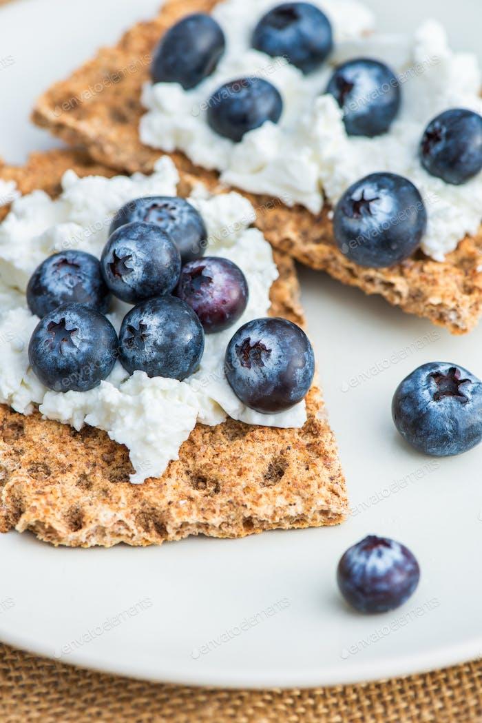 Wholegrain Rye Crispbread Crackers with Blueberries