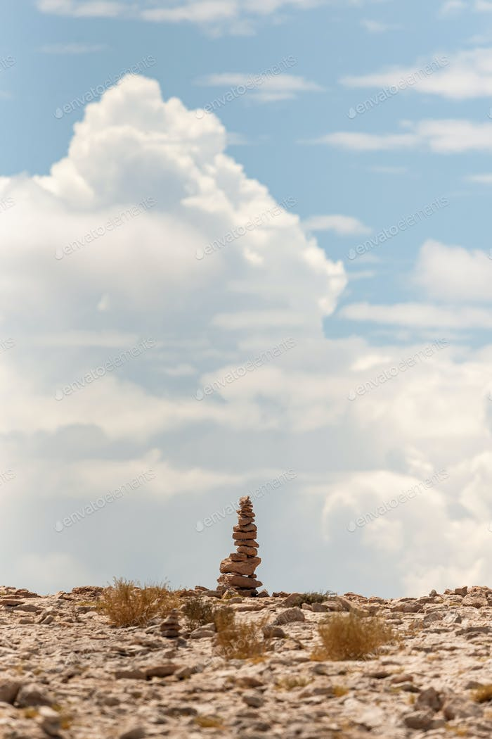 Steinstapel befindet sich in der Atacama-Wüste, Chile