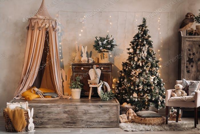 Weihnachtsbaum in der Heimat Weihnachten Interieur.Dekoriert Weihnachten Fotozone
