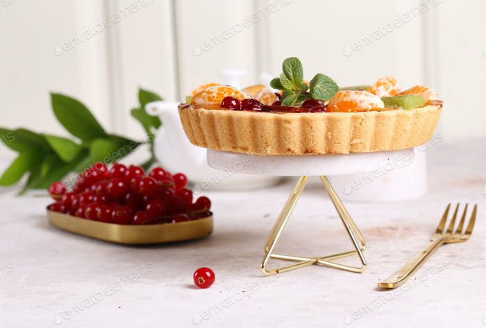 Cake Tart with Berries