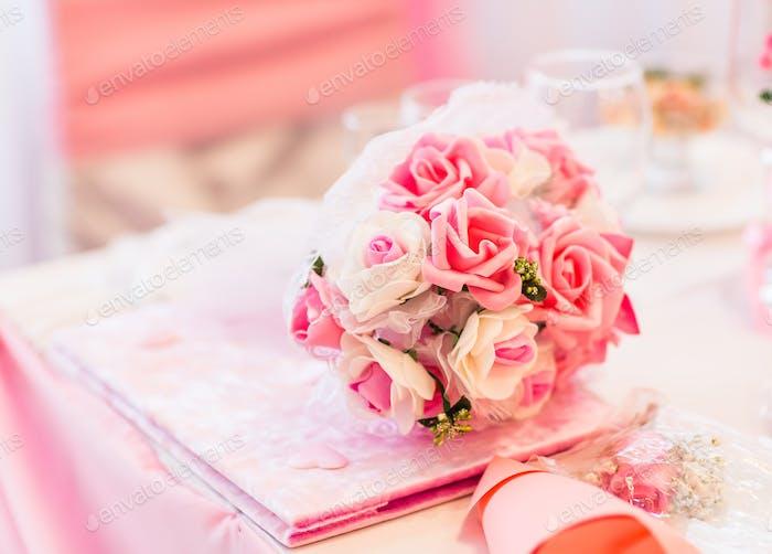 Nahaufnahme eines bunten Hochzeitsstrauß