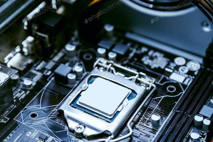 Placa base de una computadora personal, primer plano del procesador. Tecnologías modernas, arquitectura informática