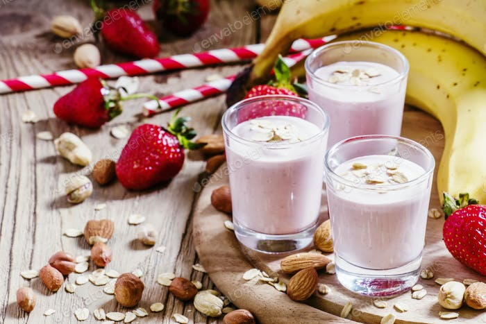 Milkshake with banana, strawberries, oatmeal and ground nuts