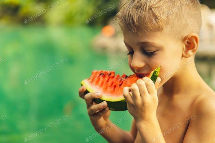 Happy boy Essen Wassermelone
