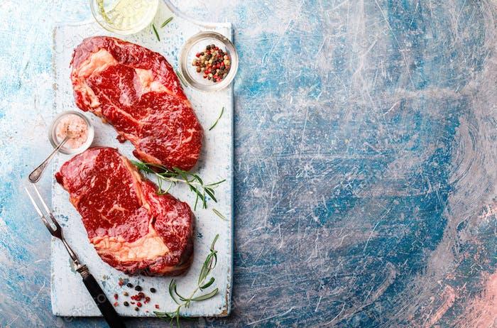 Rohes frisches marmoriertes Fleisch Rindfleisch Steak.Ngredients zum Kochen