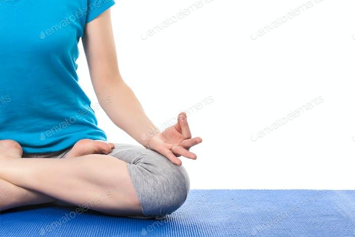 Nahaufnahme von Yoga Padmasana (Lotus Pose) mit Chin Mudra - Psych