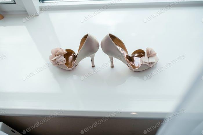 Белая пара обуви