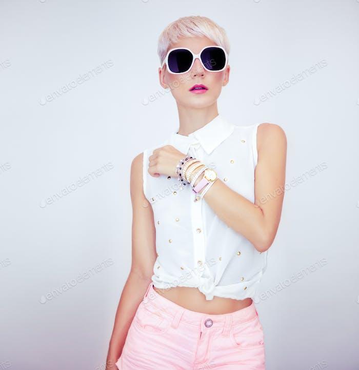 Mode-Porträt von sinnlichen stilvollen Mädchen