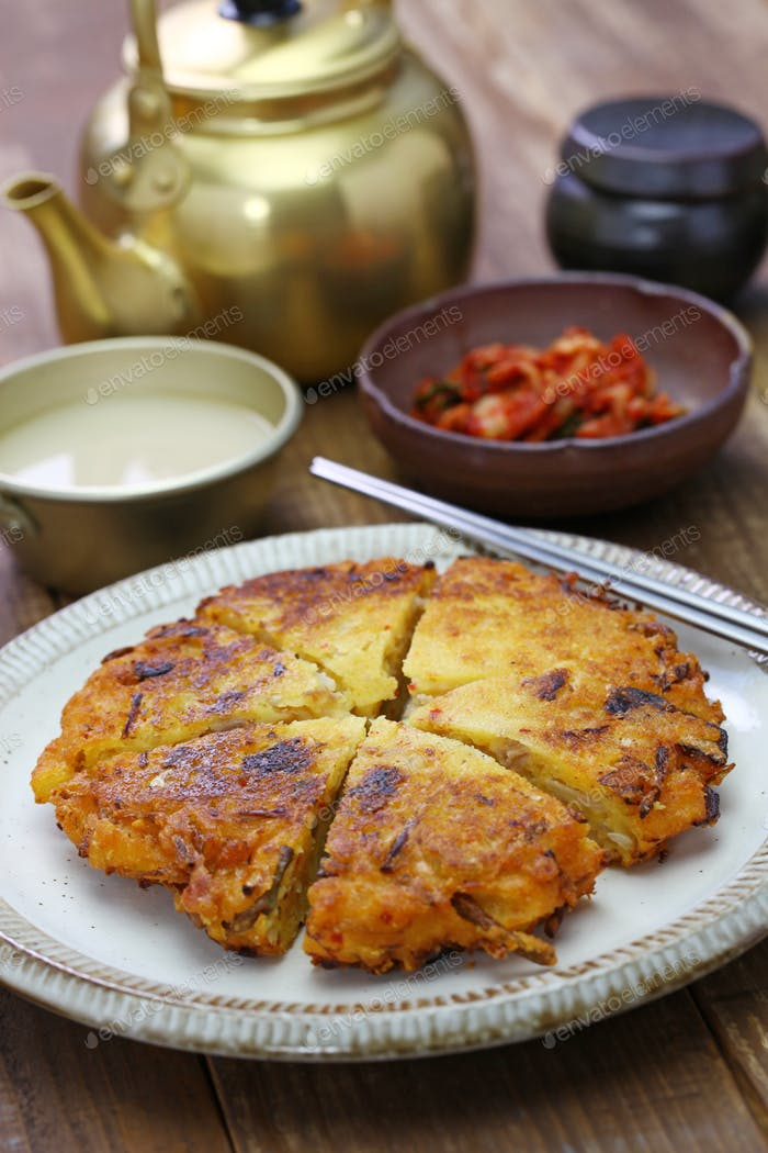bindaetteok, korean mung bean pancake