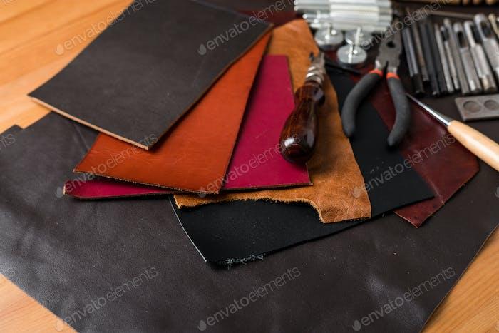 Handwerkswerkzeuge aus Leder
