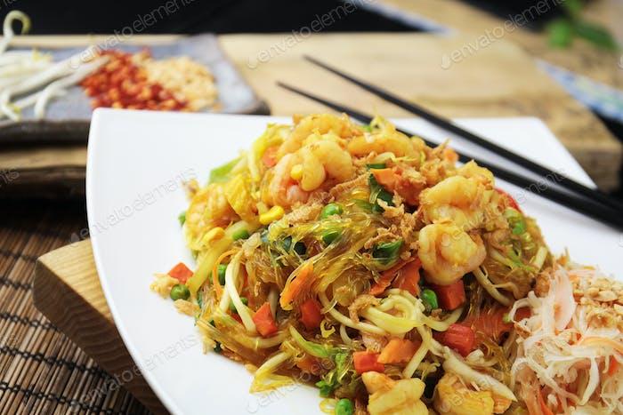 Soya noodles with shrimps