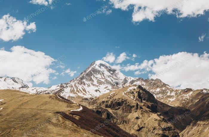 hohe berge georgien rock schnee top himmel