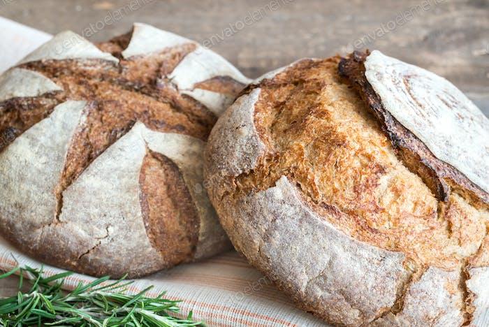 Zwei Brote