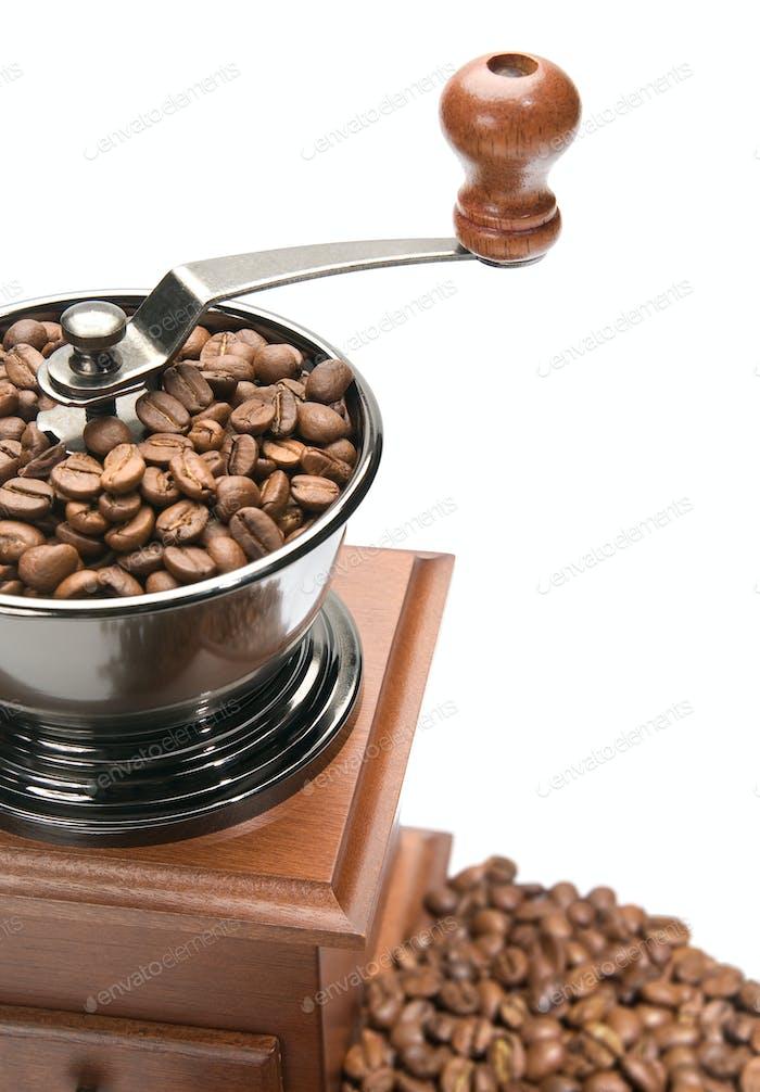 Molinillo de café viejo, aislado sobre Fondo blanco