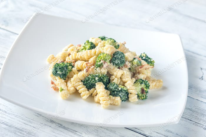 Pasta with broccoli, bacon and alfredo sauce