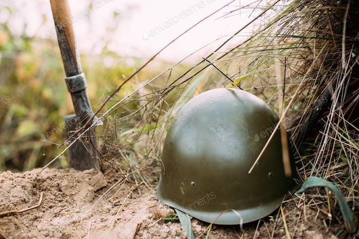 Metallhelm der Infanterie Soldat der sowjetischen russischen Roten Armee Duri