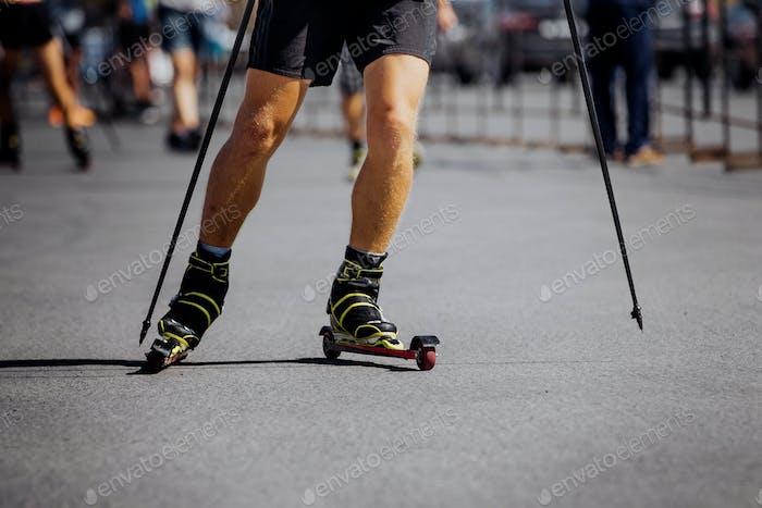Beine Herren Racer im Ski-Roller