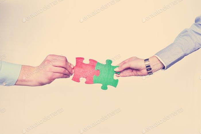 Gruppe von Geschäftsleuten Montage Puzzle