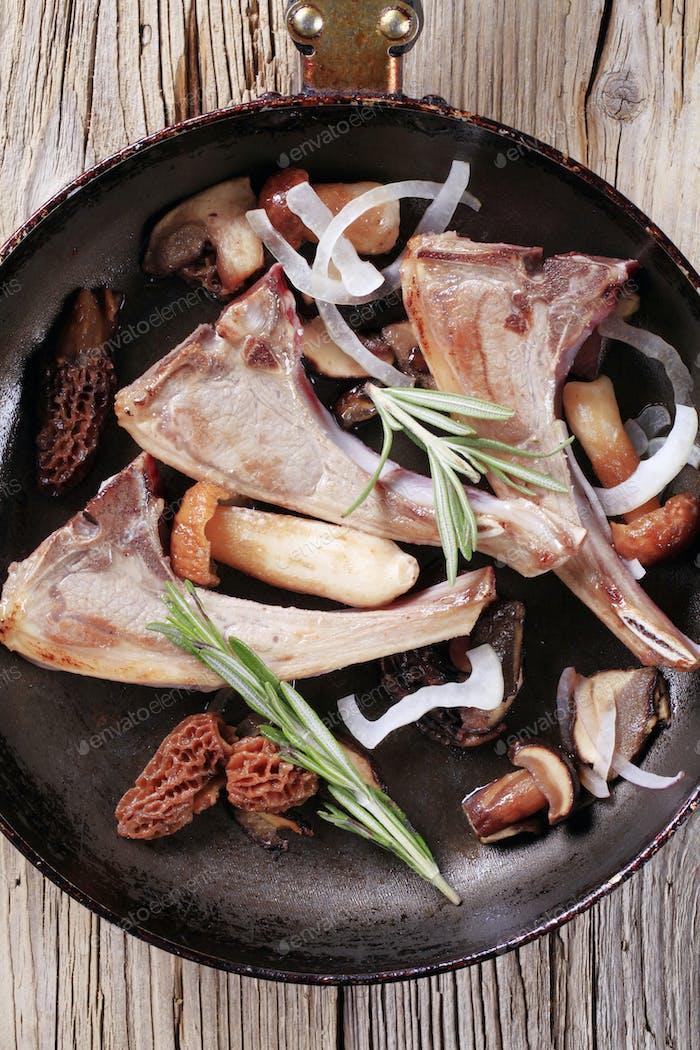 Lamb chops and mushroom
