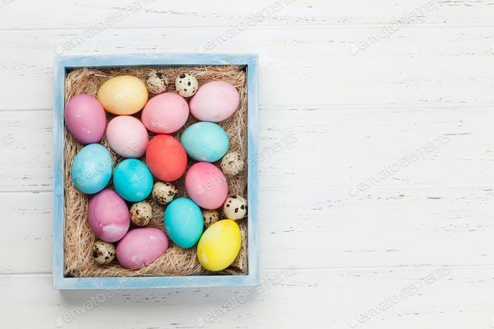 Carte de vœux de Pâques avec des œufs