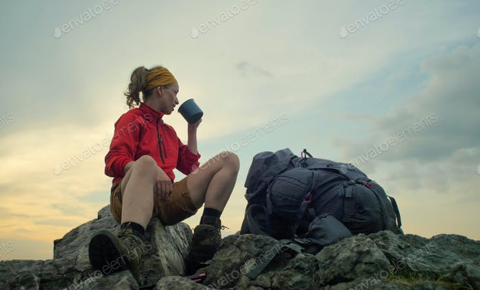 hiker peak mug backpack